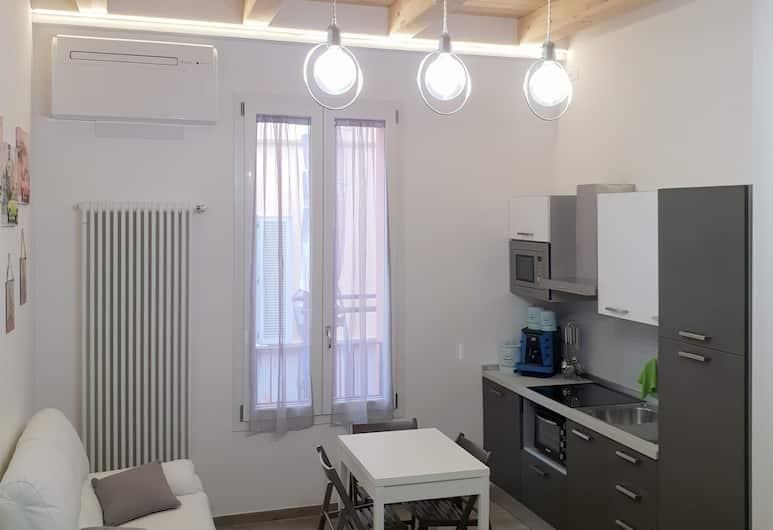 Leberto' - Via Righi 11, Bologna, Monolocale comfort, Area soggiorno