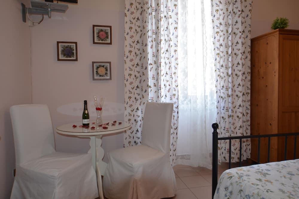 Doppelzimmer - Essbereich im Zimmer