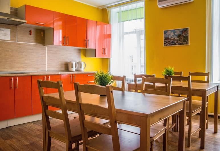 Hostel Esenin, Moskwa, Restauracje