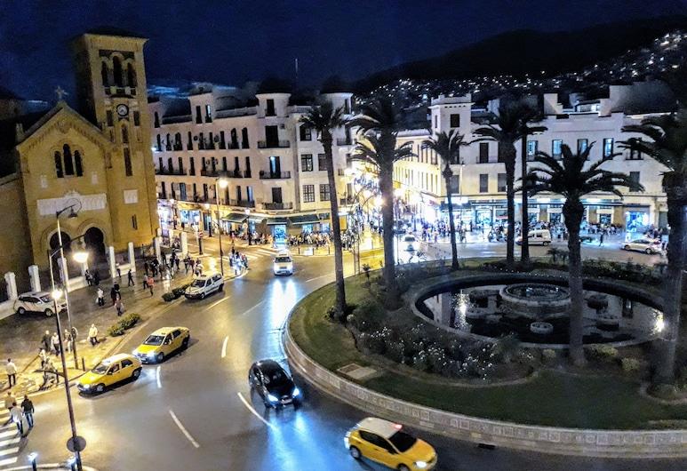 Pension Iberia, Tetuán, Entrada del hotel (tarde o noche)