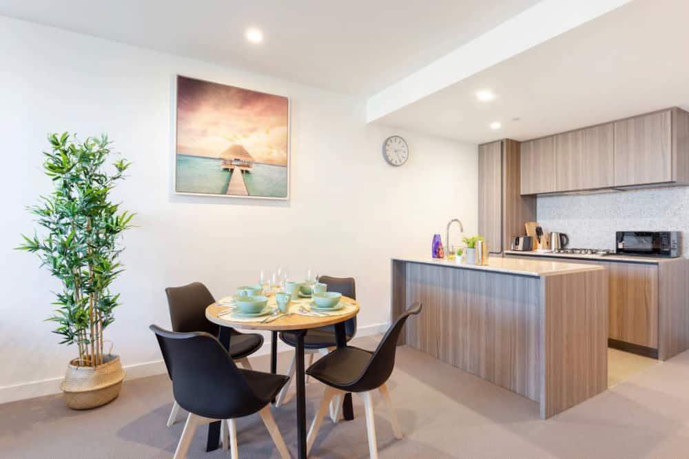 Prémium apartman, több ágy, mozgássérültek számára is hozzáférhető - Étkezés a szobában