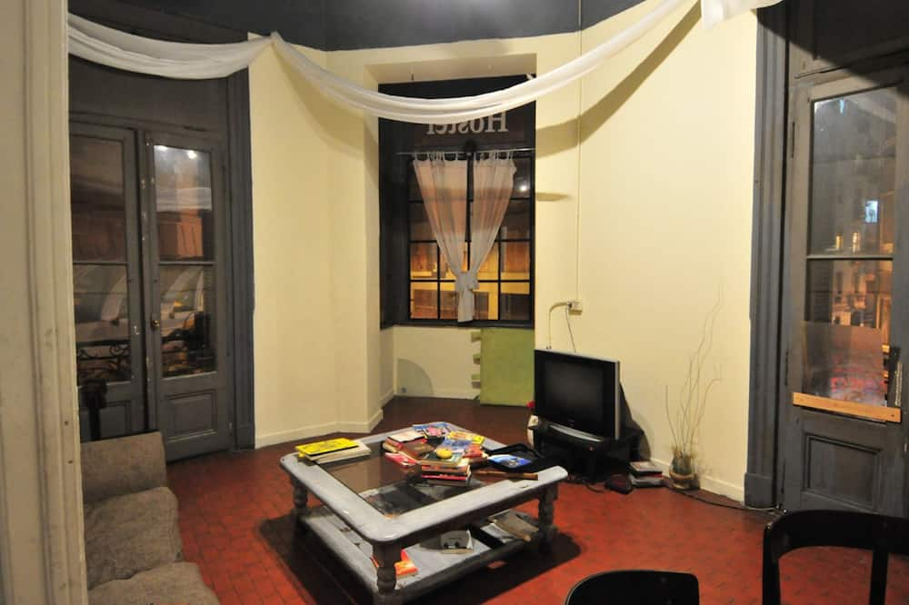 Shared Dormitory, Women only, Non Smoking (4 Bunk Beds) - Living Area
