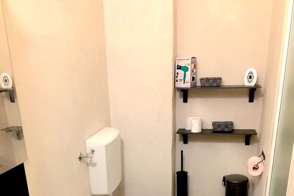 Basic kolmetuba, ühiskasutatav vannituba - Vannituba