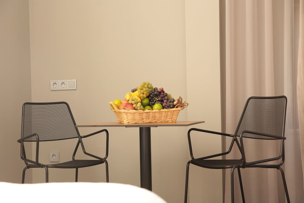 豪華三人房, 1 間臥室, 非吸煙房 - 客房內用餐