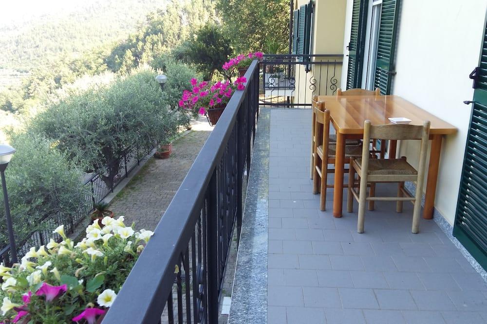 Double Room, Shared Bathroom, Sea View - Balcony View