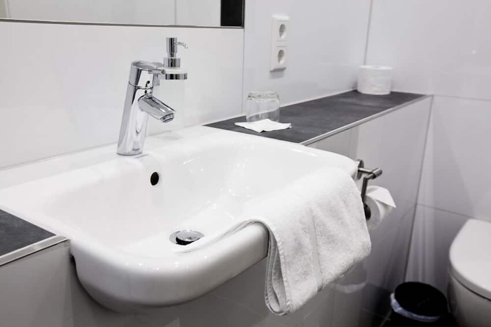 Chambre Double, 1 grand lit, non-fumeurs - Salle de bain