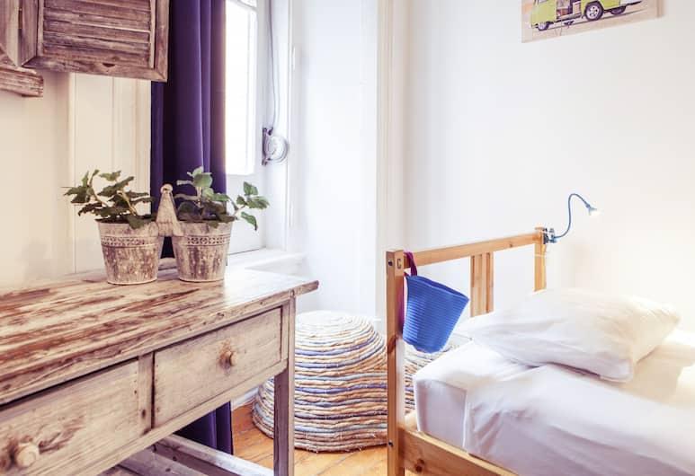 Lisbon Chillout Hostel Privates, Lisbon, Triple Room, Shared Bathroom, Guest Room