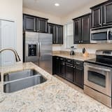 Family Townhome, Hot Tub, Garden Area - Shared kitchen