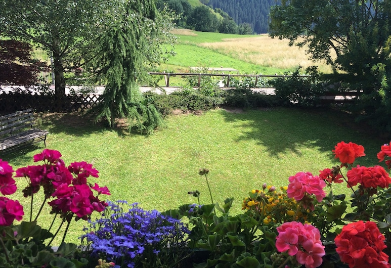 B&B Pichler Casa - case vacanze, Castello-Molina di Fiemme, Jardín