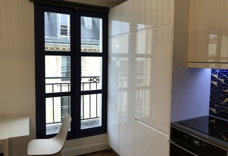 Very Quiet Apartment on the 4th Floor - 1 Bedrooms and 1 Living Room - 1 Continuous Balcony, Paris