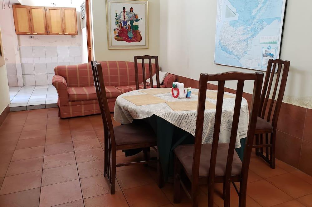 Dvivietis kambarys su pagrindiniais patogumais, Nerūkantiesiems, vaizdas į sodą - Bendra virtuvės įranga
