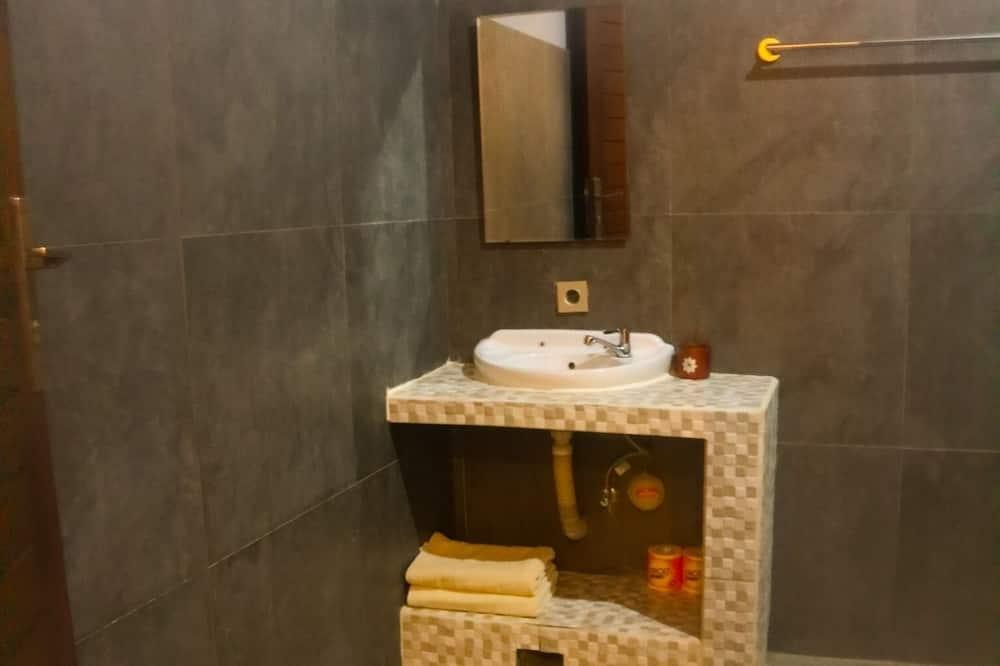 Comfort Twin Room - Bathroom Sink