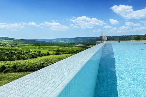 羅薩尼奇葡萄酒與古蹟酒店/