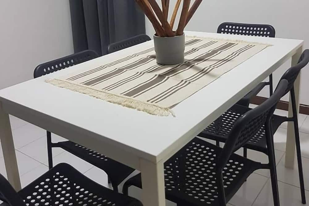 Comfort Apartment, Multiple Beds, Non Smoking - In-Room Dining