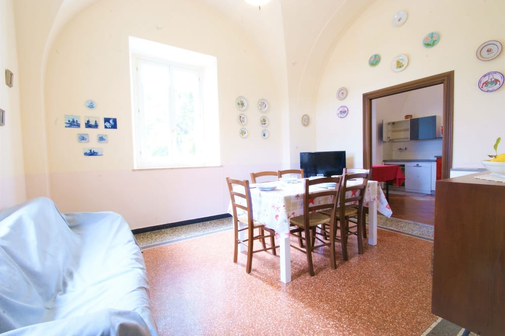 شقة - ٣ غرف نوم - بمنظر للبحر - تناول الطعام داخل الغرفة