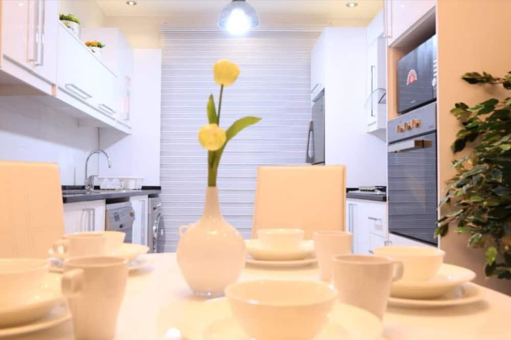 Luxury Apartment, 3 Bedrooms, Non Smoking, Fountain Pool View (AB) - אזור אוכל בחדר