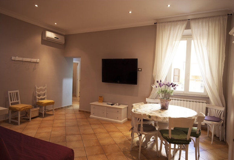 All Suite Colosseo, Rome, Apartment, 3 Bedrooms, Living Area