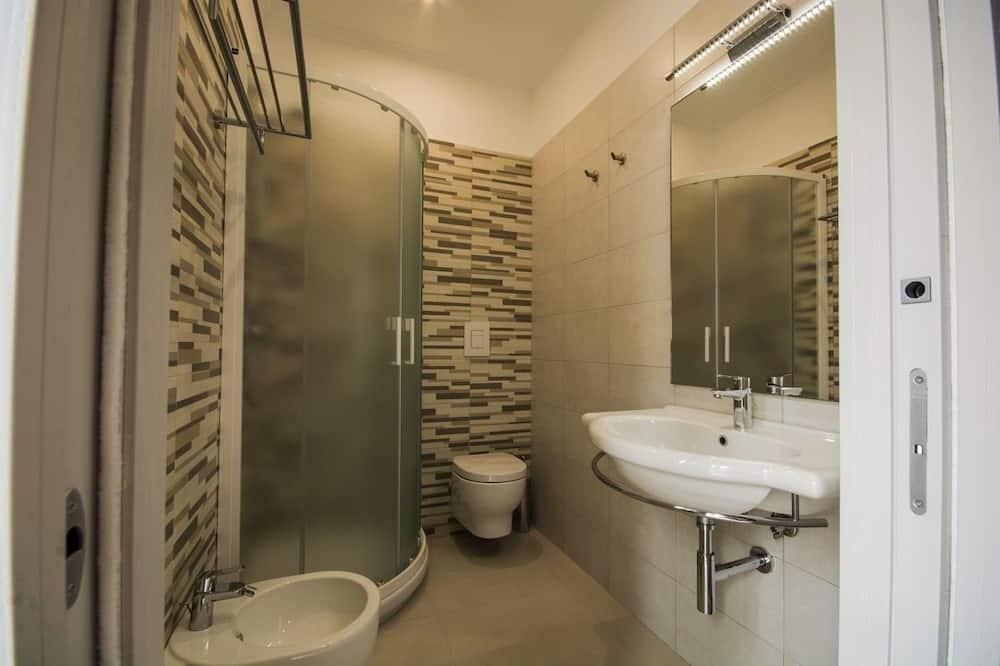 Deluxe Room, Balcony, City View - Bathroom