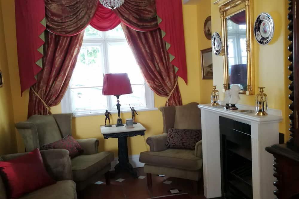 Nhà tiện nghi đơn giản, 4 phòng ngủ - Phòng khách