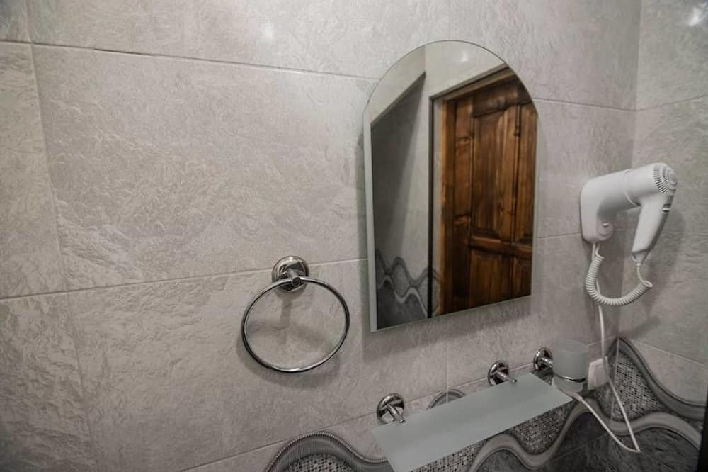 Family Cottage, Multiple Beds, Non Smoking - Bathroom