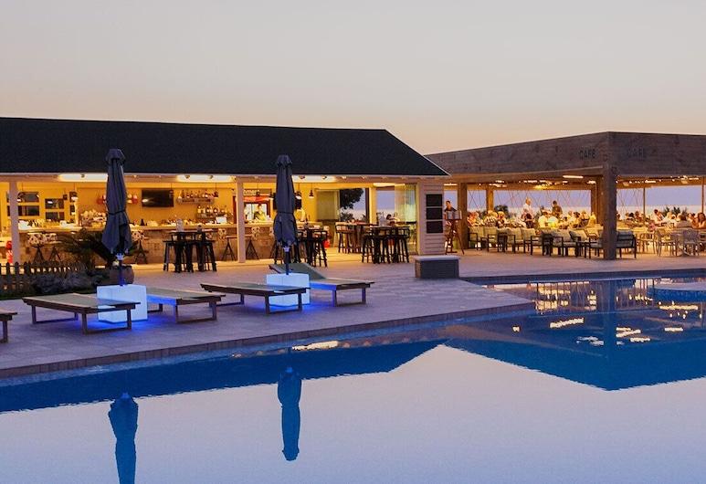 Enorme Eanthia Beach Resort, Plataniás, Välibassein