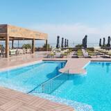 Enorme Eanthia Beach Resort