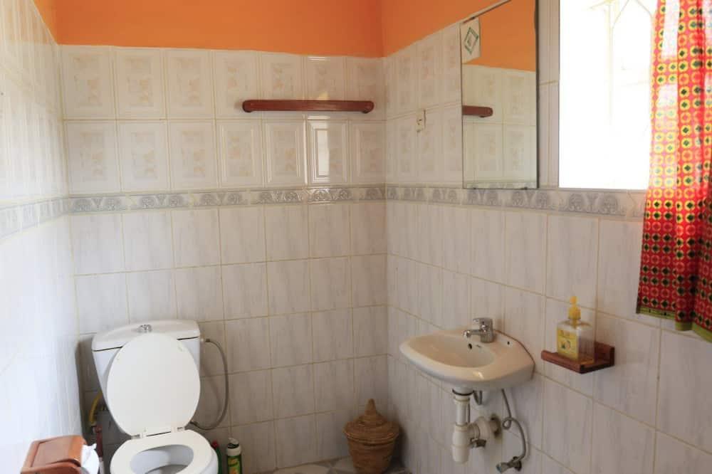 Driepersoonskamer, gemeenschappelijke badkamer - Badkamer