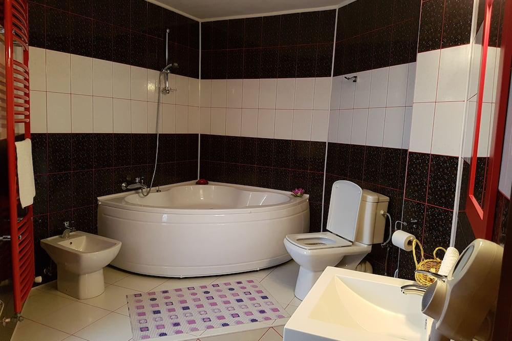 Quarto Duplo Deluxe, 1 cama queen-size, Banheira de Hidromassagem, Vista Cidade - Casa de banho