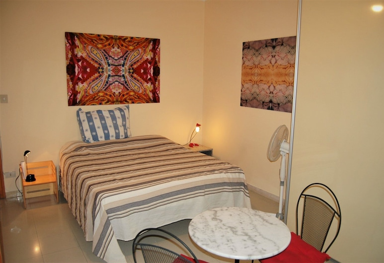 Artists House Sumarte Room, Perugia, Deluxe Triple Room, Guest Room