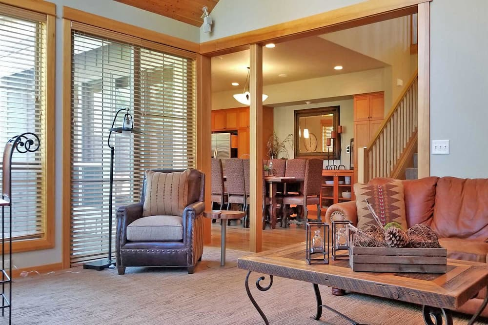 Condo, 3 Bedrooms, Fireplace (Free SHARC Pass, Lift Ticket Discount) - Living Area