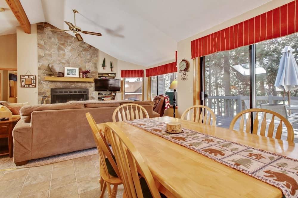 Сімейний будинок, 3 спальні, камін (Free SHARC Pass, Lift Ticket Discount) - Обіди в номері