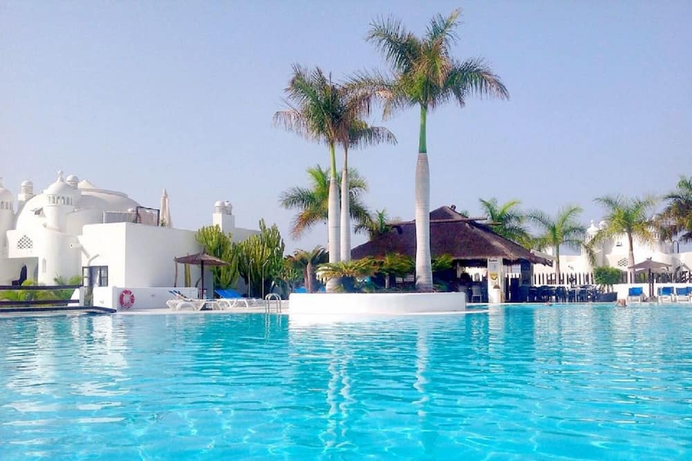 Apartment in a Superb Complex With 3 Swimming Pools, Bar, Wifi Near the sea