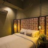 Azure Suite with Shared Bathroom - Pokój
