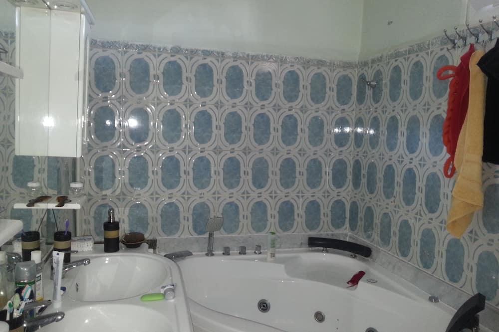 Comfort Apartment, 2 Bedrooms - Bilik mandi