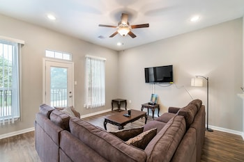 Picture of Experience a First Class Stay - 2 BDRM in Humble