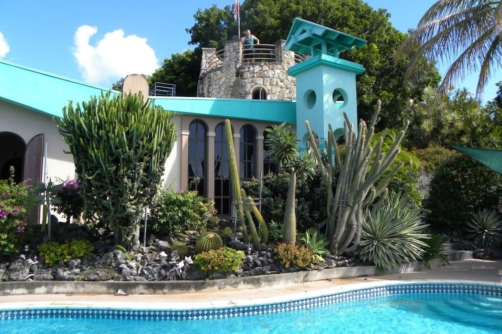 2 Bedroom Apartment in Mountain top Villa With Pool.