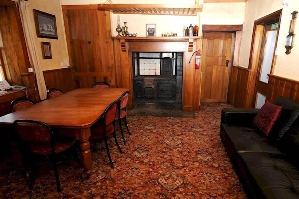 Familienzimmer, eigenes Bad (Goldminers Cabins) - Wohnzimmer
