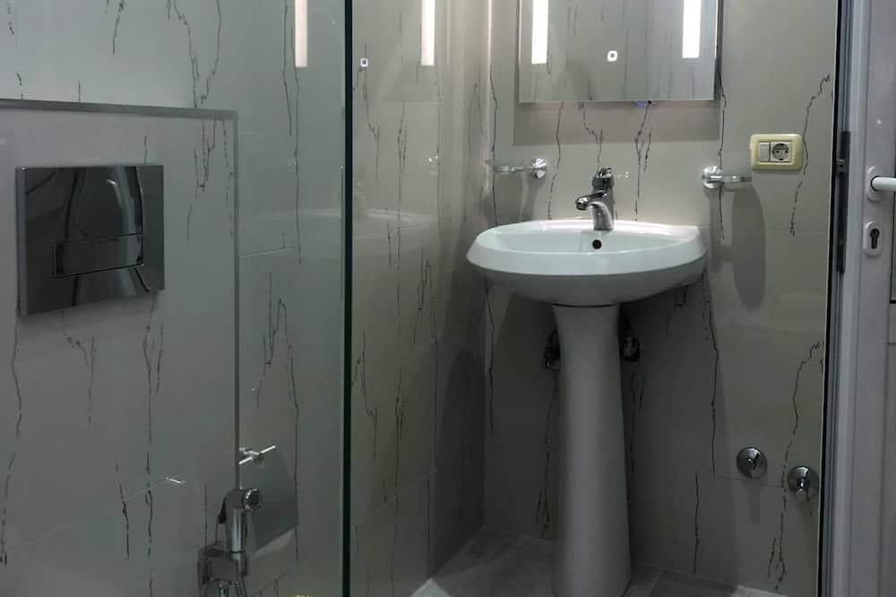 Basic Double Room, 1 Double Bed, Non Smoking - Bathroom