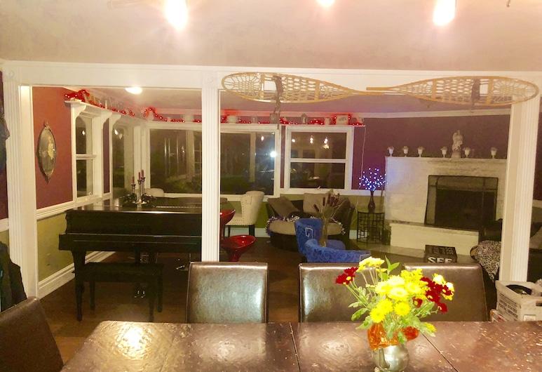 冬季仙境度假酒店, 鷹河, 單棟房屋, 多張床, 客房內用餐