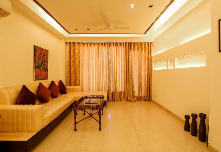 Woodpecker Service Apartments Green Park, Yeni Delhi, Oturma Odası