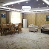 غرفة ديلوكس مزدوجة - سرير مزدوج - تجهيزات لذوي الاحتياجات الخاصة - غرفة معيشة