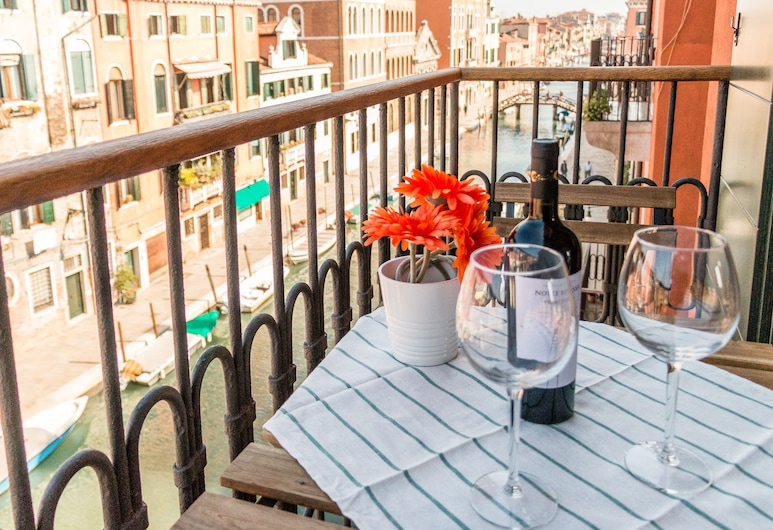 Sunny Canal View in Venice Chic Movida, Venice, Apartment, 1 Bedroom, Balcony