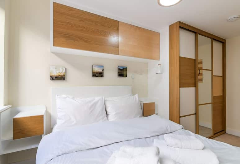 Fantastic Central Brixton Flat for up to 6 Guests, London