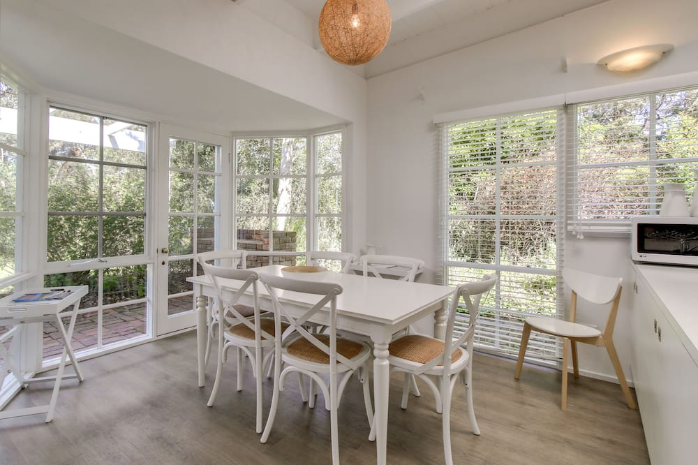House, 4 Bedrooms, Bay View - In-Room Dining