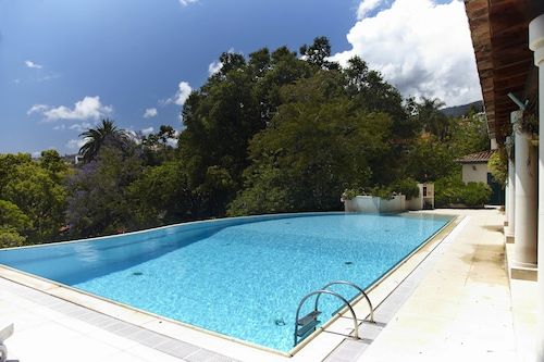 Quinta-de-Santa-Luzia-Villa/