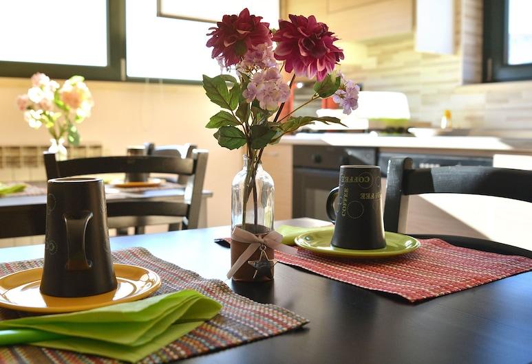 B&B Culla Dell'Aquila, L'Aquila, Área para desayunar