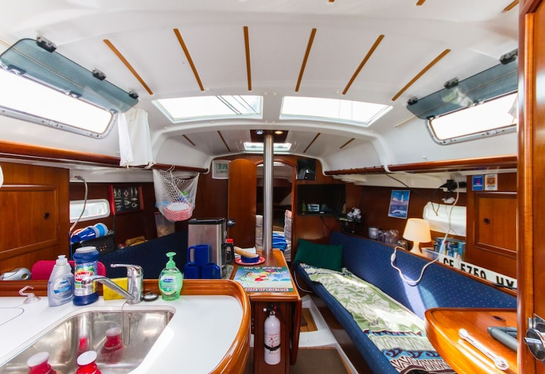 Ever Sleep aboard a Sailboat, Newport Beach, Standard Mobile Home, 2 Bedrooms, Living Area