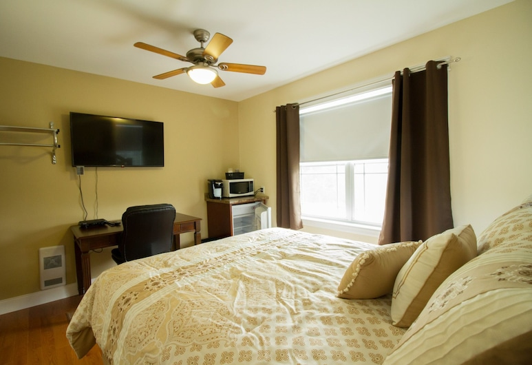 Home Away From Home Bed & Breakfast , Lincoln, Basic Suite, 1 Queen Bed, Non Smoking, Guest Room