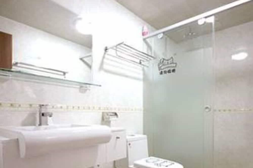 Habitación cuádruple básica, para no fumadores - Baño