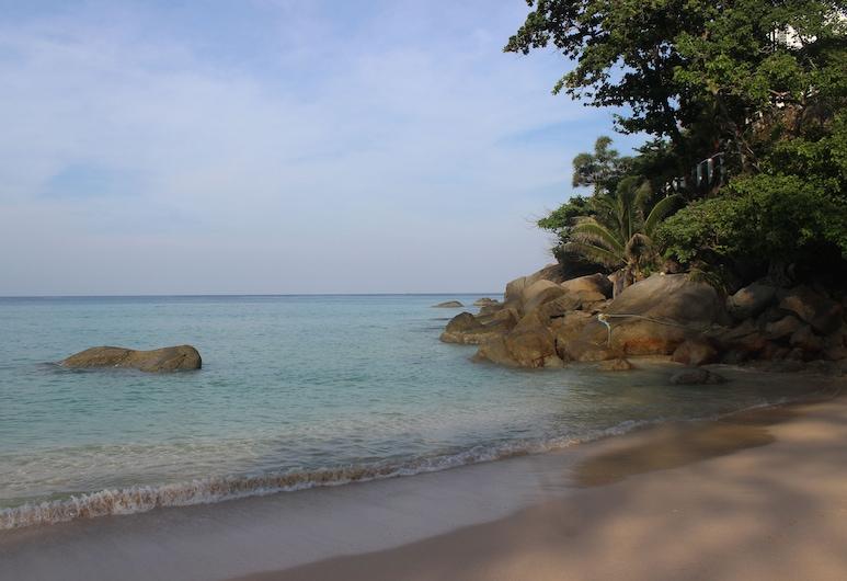 Freedom Kata, Karon, Pantai